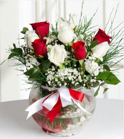 4Kırmızı ve 5beyaz güller